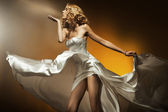 Beautiful woman wearing white dress — Stok fotoğraf