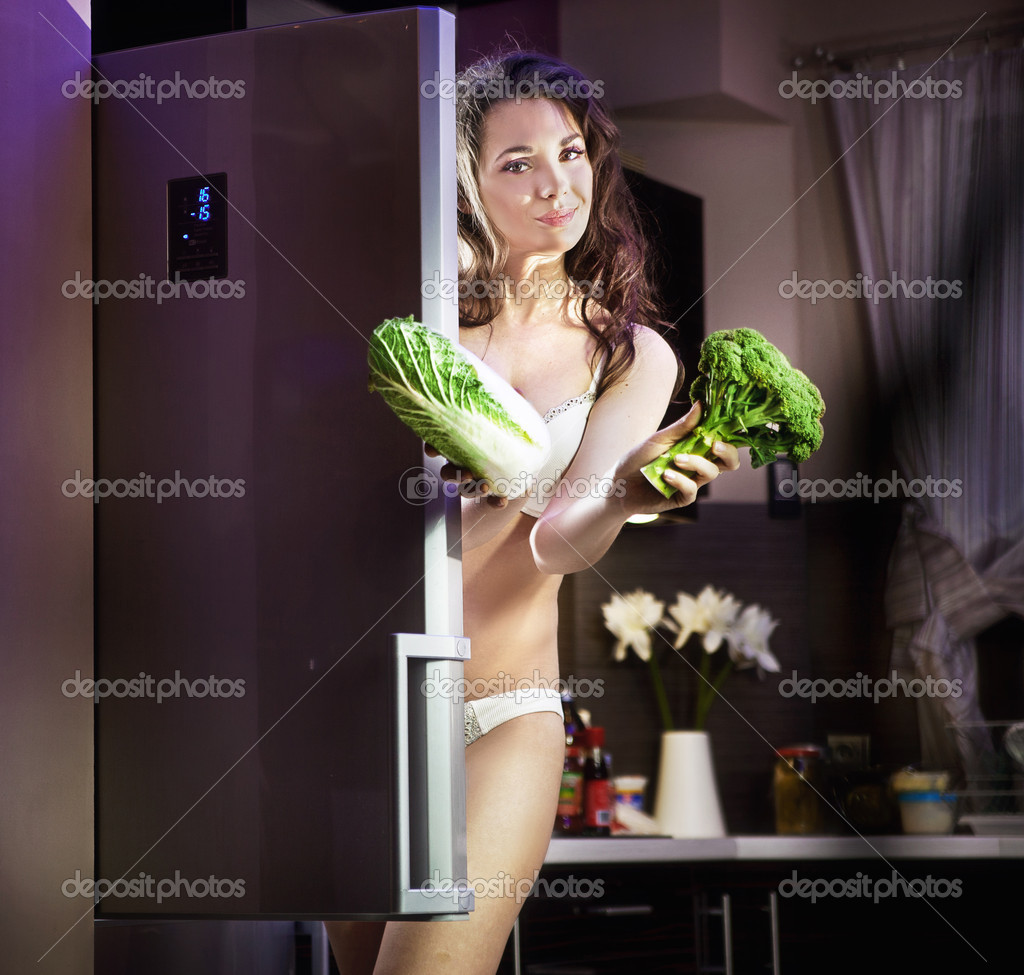 Young woman with vegetables — Stock Photo #9900069
