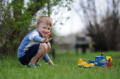 Boy playing in the park — Foto de Stock