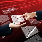 Empresário buscar o correio ganhando — Fotografia Stock