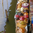 Boat in float market — ストック写真