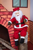 Santa claus mit kamin — Stockfoto