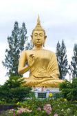 Golden Buddha idol — Stock Photo