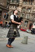 Edinburgh street bagpiper — Stock Photo