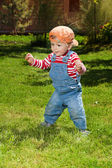 Toddler make first steps in the garden — Stock Photo