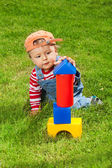 Toddler playing with blocks — Stockfoto