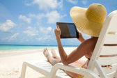 Tablet computer - nice to have thing on vacation — Stock Photo