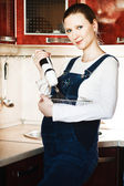 Pregnant woman in kitchen making a food — Stock fotografie