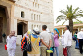 Tourists in front of the Cathedral of the Annuncia — Stock Photo