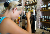 Woman buys wine in the company store in Crimea — Stock Photo