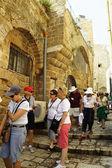 Foreign tourists in Jaffa in Israel — Stock Photo