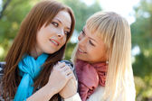 Two sisters embracing in the park — Stock Photo