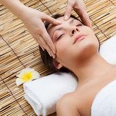 Massage av ansikte — Stockfoto