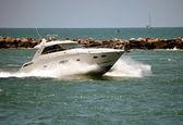 超速驾驶的游艇 — 图库照片