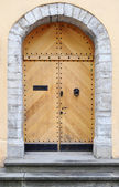 Ancient wooden door — Stockfoto
