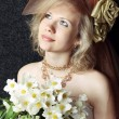 Foto Stock: Bride with bouquet of hellebore