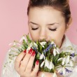 Smells flowers — Stock Photo