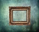 Pusty rama złotych na projekt stary mur — Zdjęcie stockowe