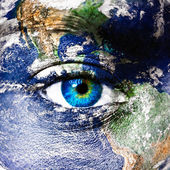 Planet earth and human eye — Stock Photo