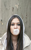 Portrait of young girl blowing bubble gum — Stock Photo