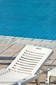 Swimming pool und schwimmbad-konzept mit sonne schlecht — Stockfoto