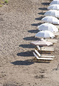 Sunbeds on beach in row — Stock Photo