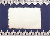 Fond rétro ou carte de voeux avec photo ancienne et bordure dentelle — Photo