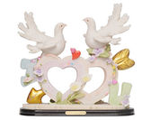 Old romantic statuette with heart shape and doves isolated on w — 图库照片