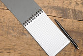 Blank note paper with pen — 图库照片