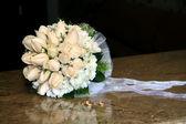 Wedding bouquet, wedding rings. — Stock Photo
