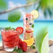 Fruit cocktail on a beach — Foto de Stock