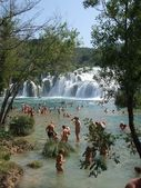 People bathe at KRKA Waterfall in Croatia — Stock Photo