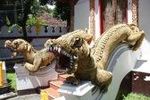 Dragões templo tailandês — Foto Stock