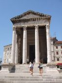 Temple of August in Pula — Stock Photo