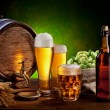 Beer barrel with beer glasses on a wooden table. - Foto de Stock