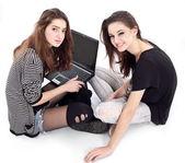 два друзьями говорить друг с другом. изображение изолированные на wh — Стоковое фото