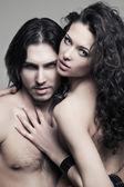 гламурный портрет пара влюбленных вампиров — Стоковое фото
