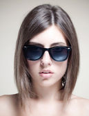 Beautiful and fashion girl in sunglasses — Zdjęcie stockowe