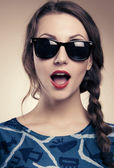 Beautiful and fashion girl in sunglasses — 图库照片