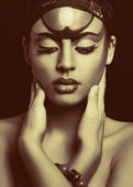 Beautiful African woman with artistic make-up — Stok fotoğraf