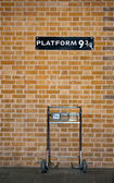 Platform 9 3/4 and Trolley — Stock Photo