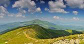 Path from Hoverla mountain to Petros mountain — Stock Photo