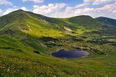 Nesamovyte mountainous lake. 1750 m — Stock Photo