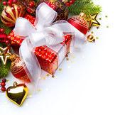 Vánoční přání dárkové krabičky a vánoční dekorace — Stock fotografie