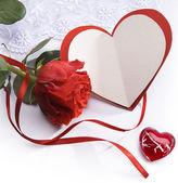 Arte valentines giorno un biglietto di auguri con cuore e rose rosse — Foto Stock