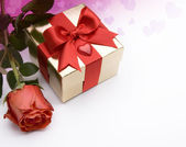Art Valentine day greeting card with red roses and gift box — Stock Photo
