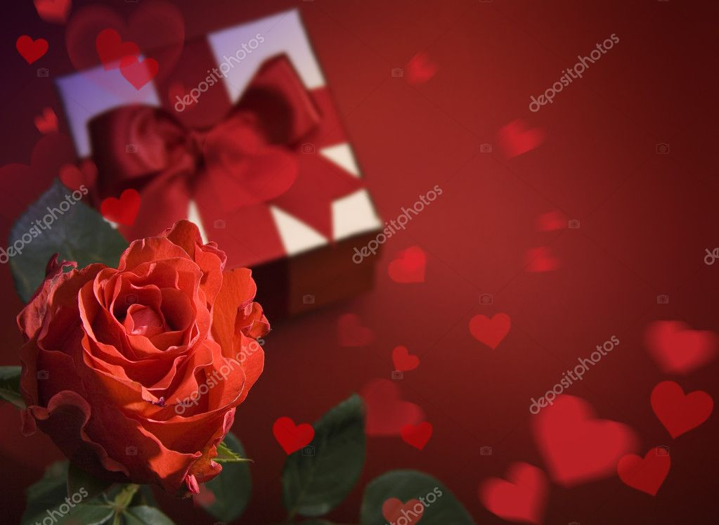 Valentine Day greeting card with red roses and heart on red background  Foto de Stock   #8595924