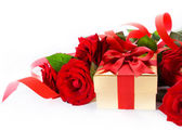 Art Valentine Day golden gift box and red roses on a white backg — Stockfoto