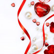 Foto Stock: Valentines greeting card with red roses petals and jewelry haer