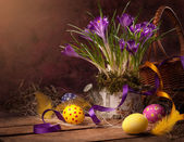 Easter basket with spring flowers & Easter eggs — Stok fotoğraf